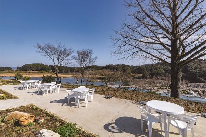 野草庵おばあちゃん家「屋外のテーブル席」