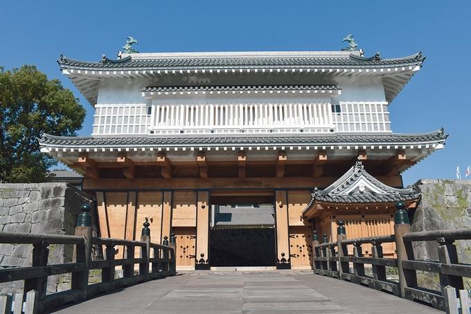鹿児島城跡に再建した御楼門
