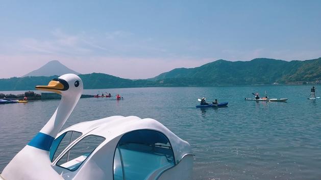 池田湖でスワンボート
