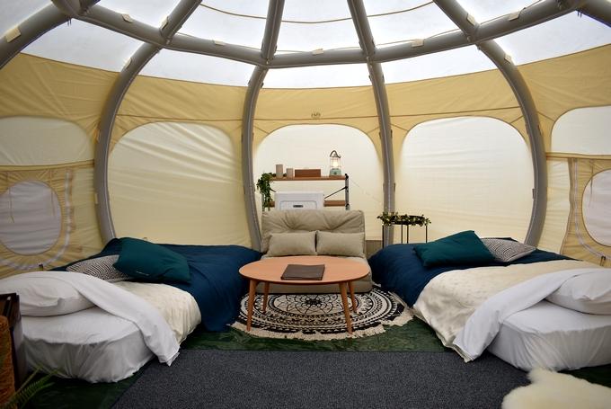 国民宿舎 ボルベリアダグリ「グランピング施設のテント内装」