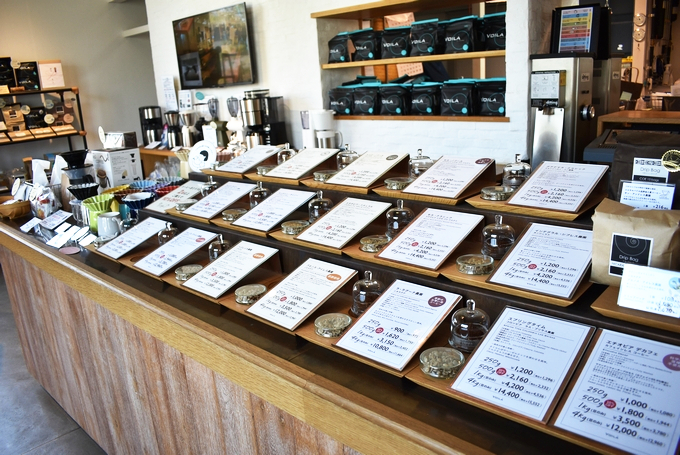 ヴォアラ珈琲 霧島国分本店「豊富な種類のコーヒー豆を取りそろえる」