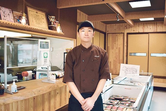 宮路ファーム直売店「切り盛りする取締役・宮路和弥さん」