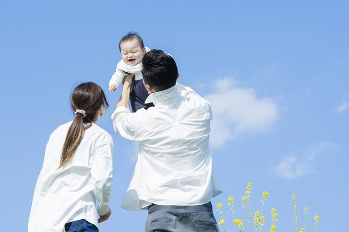 赤ちゃんと夫婦イメージ