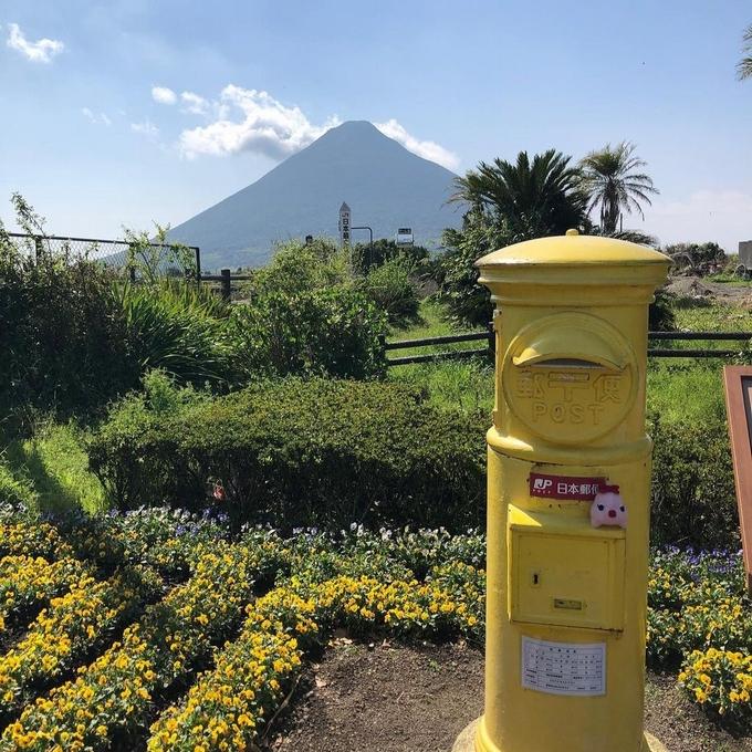 西大山駅の黄色い郵便ポスト