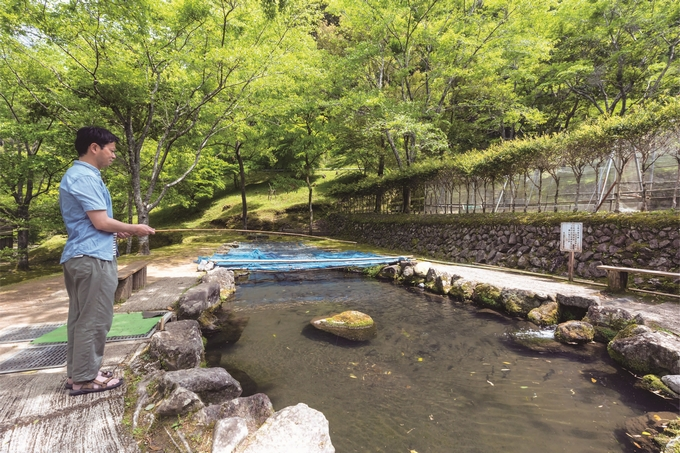 矢立農村公園「せせらぎの里」で釣りを楽しむ