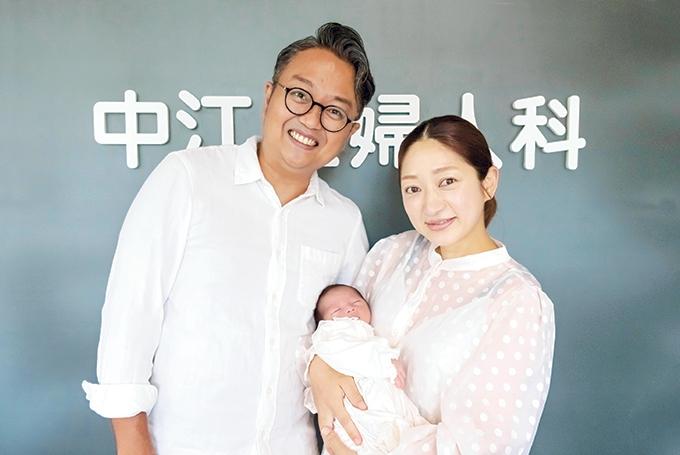 川越亮さん・ヒラノマリナさんご夫妻と赤ちゃん