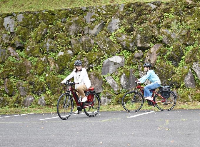 霧島市観光案内所にて電動クロスバイクに乗る練習中