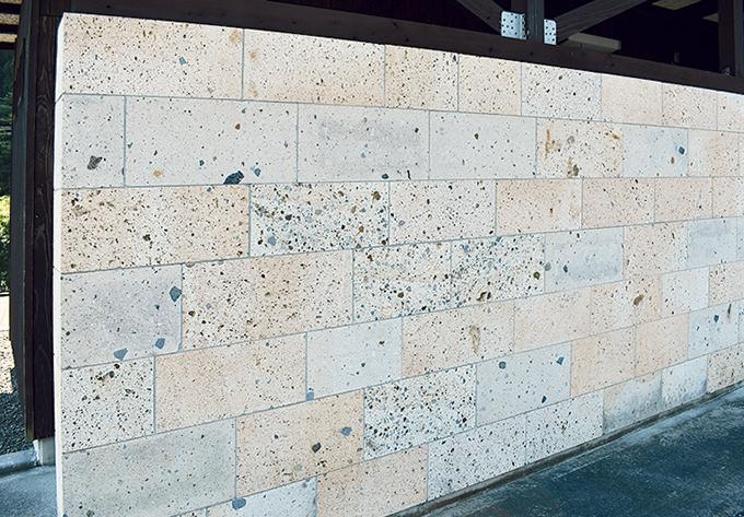 加治木石が使われている金山橋敷地内のトイレ