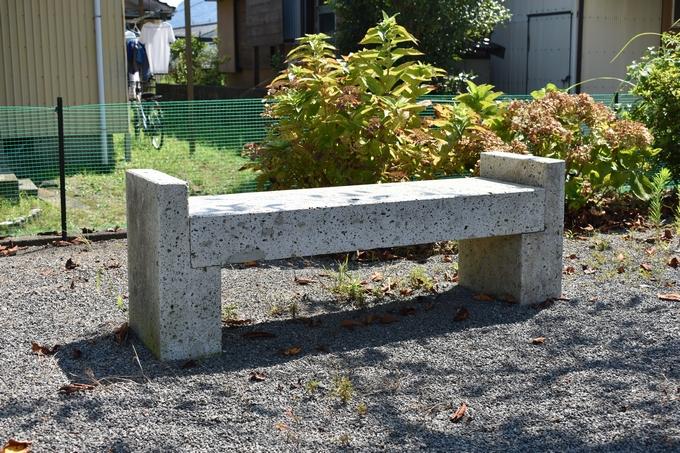 岩下八幡「加治木石のベンチ」