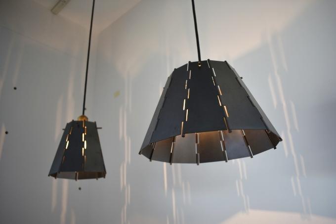 川辺仏壇工芸会館「黒く染めた銅のランプシェード」