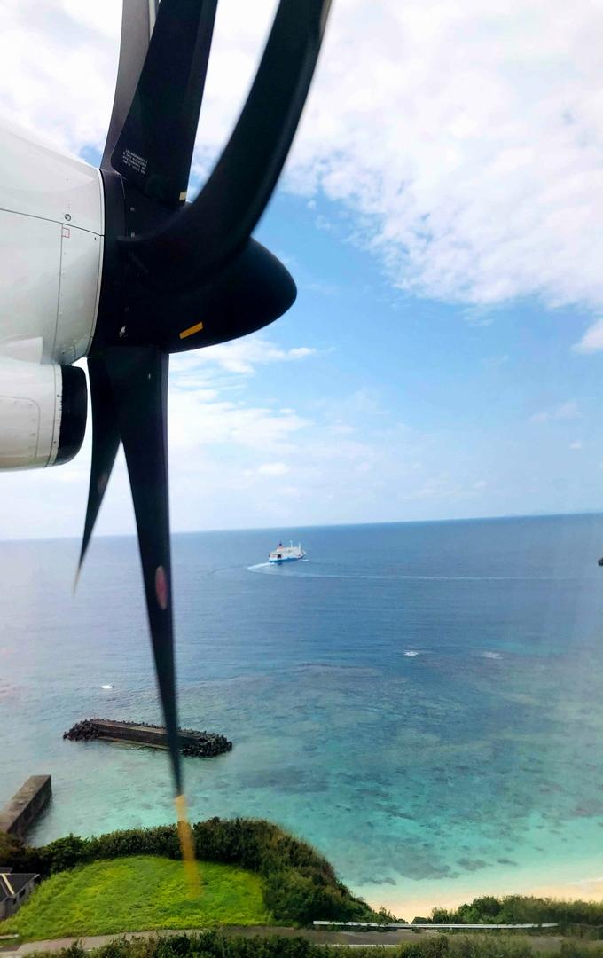 与論島 プロペラ飛行機より